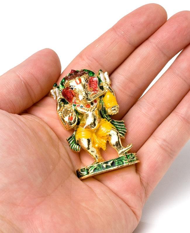 エナメル細工の金色ガネーシャ像(5cm)の写真7 - 手の上にちょこんと乗るサイズです