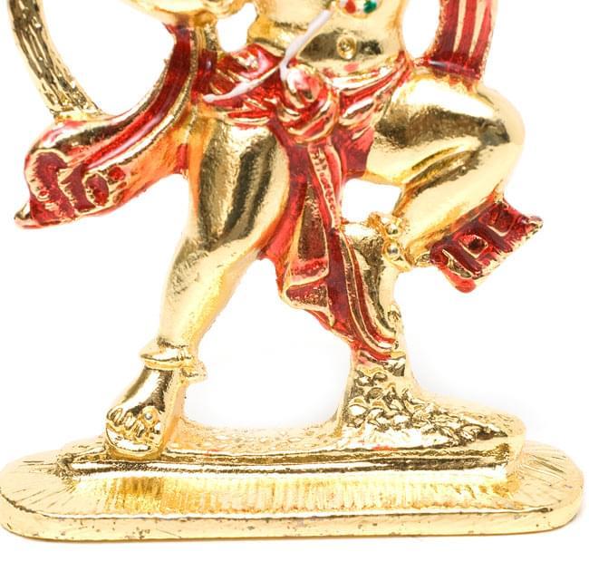 エナメル細工の金色ハヌマーン像(10cm)の写真4 - 力強く引き締まった足元