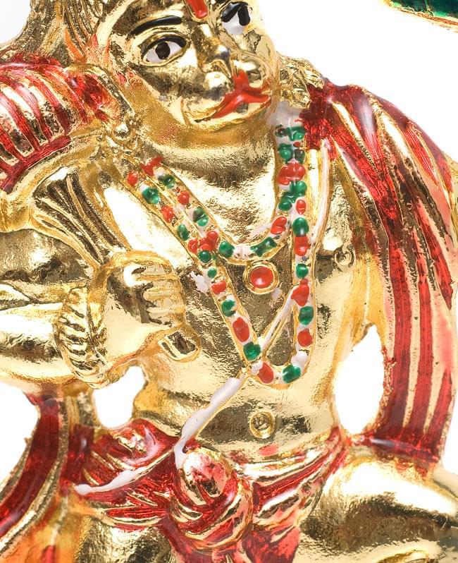 エナメル細工の金色ハヌマーン像(10cm)の写真5 - 胸元の飾りも彩色されています。細かなところまで作りこまれていますね
