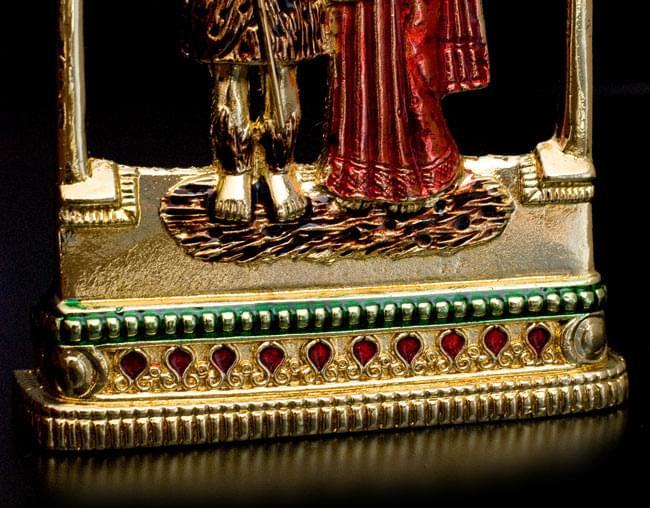 エナメル細工の金色シヴァ・パールヴァティー・ガネーシャ像(11cm)の写真6 - 足元の台座はこのようになっています。
