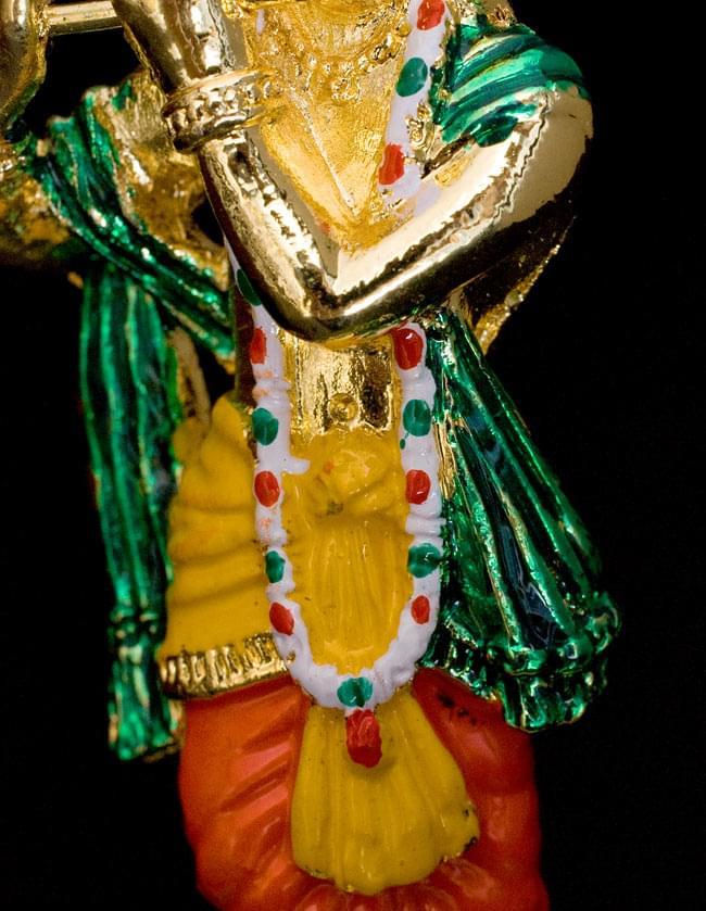 エナメル細工の金色クリシュナ像(8cm)の写真5 - 腹部です。細かなところまで細工や塗装が施されていますね