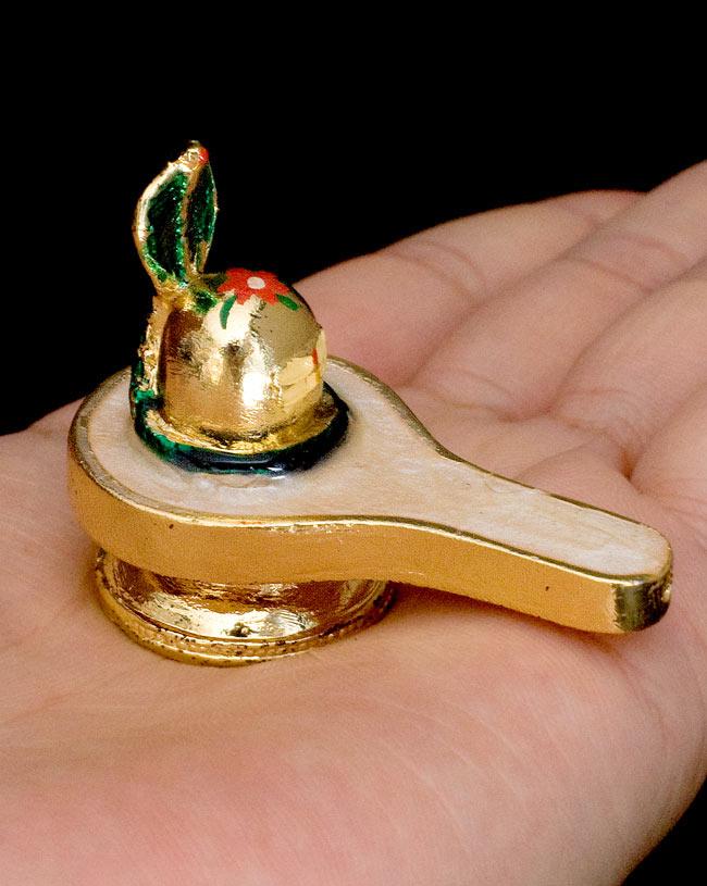 エナメル細工のナーガ・リンガ・ヨニ像(3cm)の写真6 - 手のひらにちょこんと乗る、かわいいサイズです