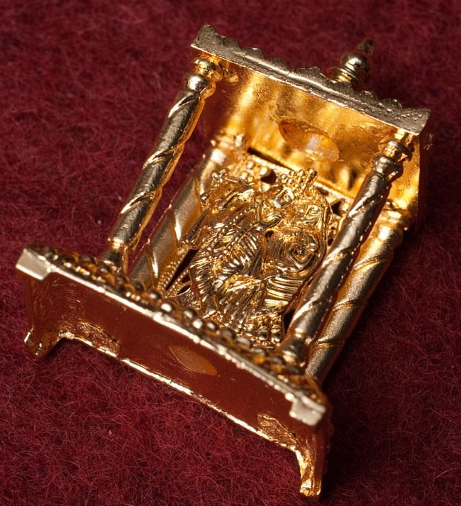 ゴールド・ミニ・ラダ・クリシュナ - 寺院タイプの写真3 - 斜めしたから撮影しました