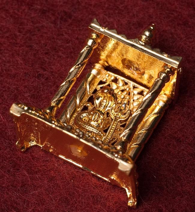 ゴールド・ミニ・シヴァ・リンガム - 寺院タイプの写真3 - 斜めしたから撮影しました