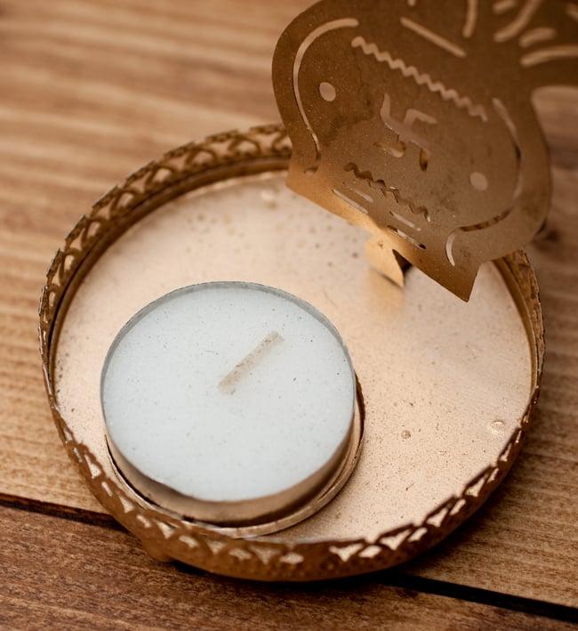 ティーライトキャンドルのシャドウランプ - カラシュの写真4 - こちらのティーライトキャンドルが1点付属します。