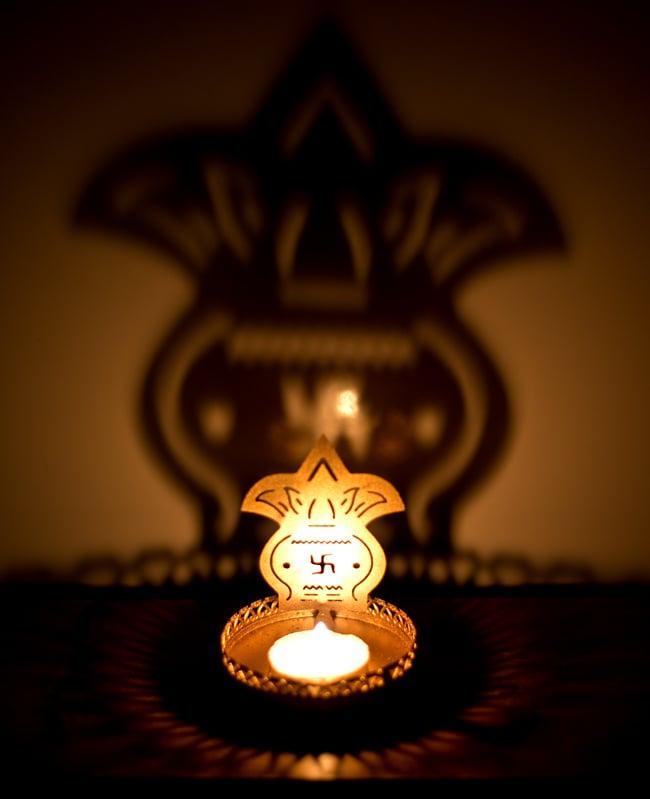ティーライトキャンドルのシャドウランプ - カラシュの写真