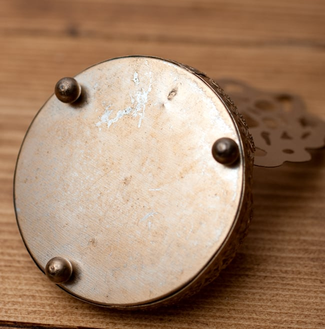 ティーライトキャンドルのシャドウランプ - サラスヴァティの写真7 - 裏面の写真です
