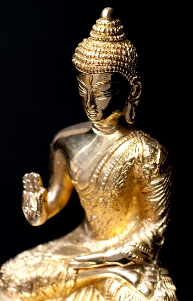 金色に輝くヒストリーブッダ像【高さ:約18cm】の写真2 - 斜めから撮影しました