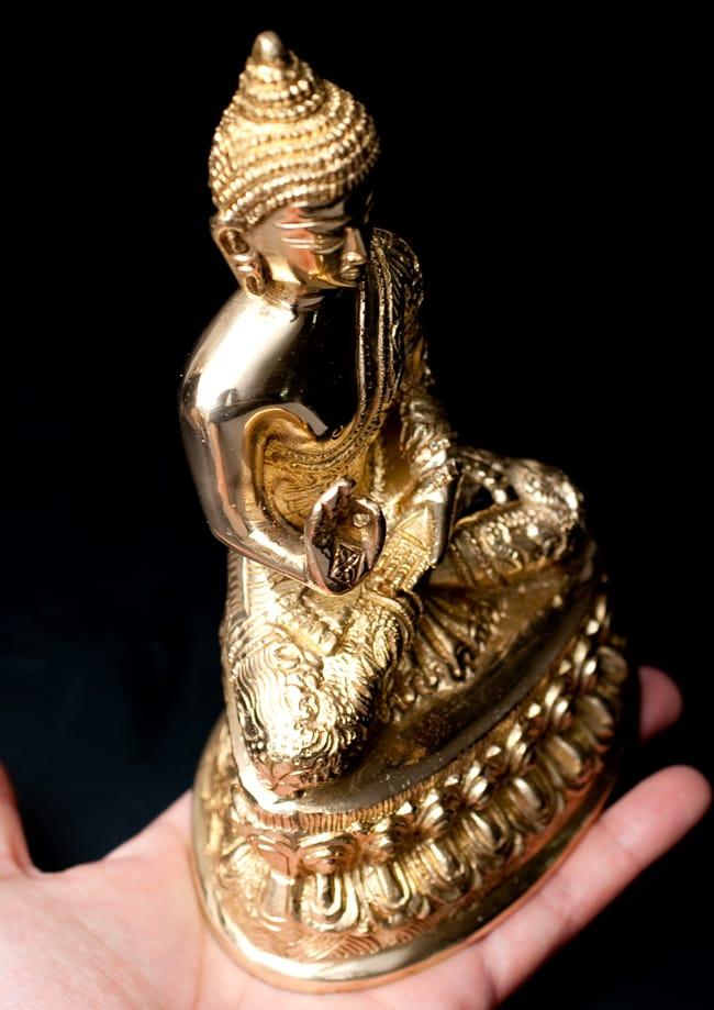 金色に輝くヒストリーブッダ像【高さ:約18cm】の写真5 - 金色に輝いていて、とても美しい仏陀像です。