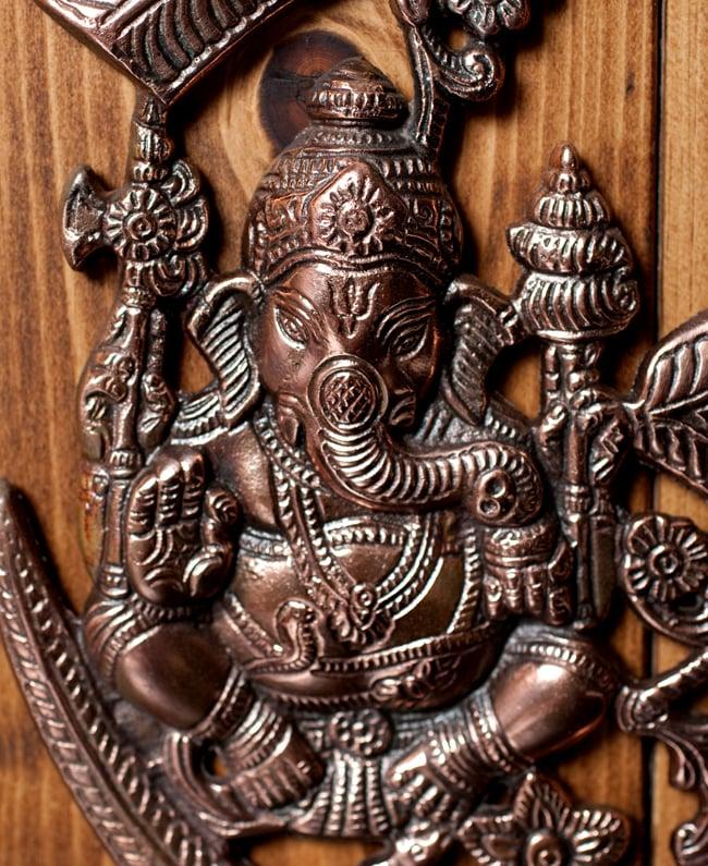 〔壁掛けタイプ〕インドの神様ウォールハンギング - オーンガネーシャ〔約26.3cm〕 2 - 顔の拡大写真です