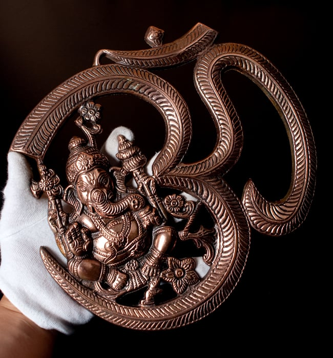 〔壁掛けタイプ〕インドの神様ウォールハンギング - オーンガネーシャ〔約26.3cm〕 9 - サイズ感はこのくらいになります