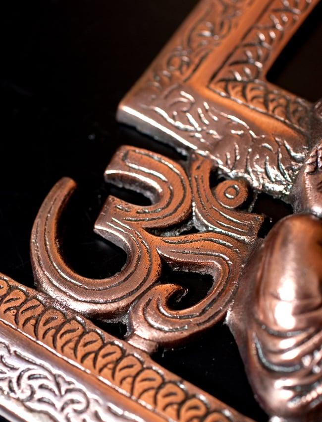 〔壁掛けタイプ〕インドの神様ウォールハンギング - 卍とオーンガネーシャ〔21cm〕の写真7 - 細部の拡大写真です