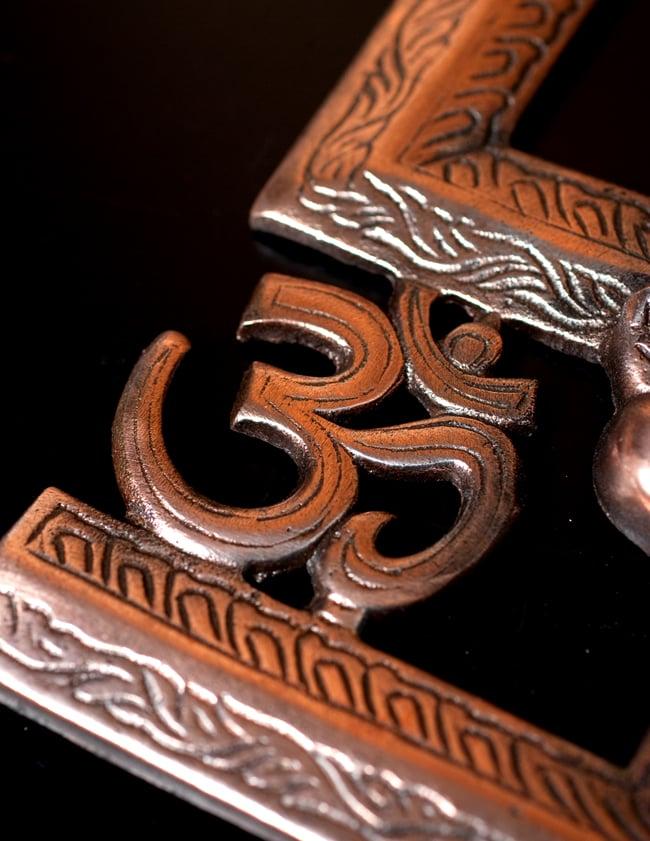 〔壁掛けタイプ〕インドの神様ウォールハンギング - 卍とオーンガネーシャ〔24cm〕の写真7 - 細部の拡大写真です