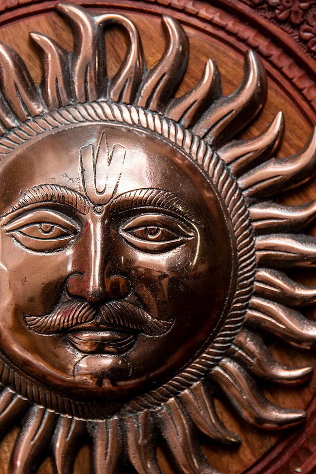 〔壁掛けタイプ〕インドの神様ウォールハンギング - スーリャ 太陽神〔25cm〕の写真4 - 反対側からの写真です