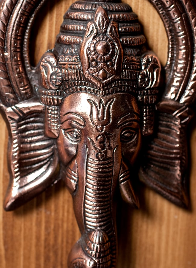 〔壁掛けタイプ〕インドの神様ウォールハンギング - ガネーシャフェイス〔23.5cm〕の写真2 - 顔の拡大写真です