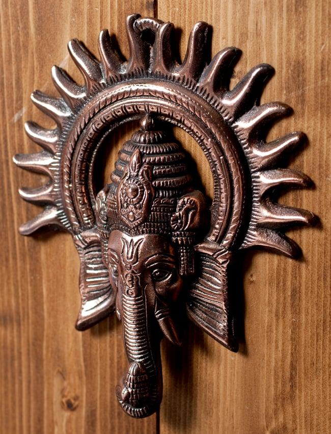 〔壁掛けタイプ〕インドの神様ウォールハンギング - ガネーシャフェイス〔23.5cm〕の写真3 - 斜め上からの写真です