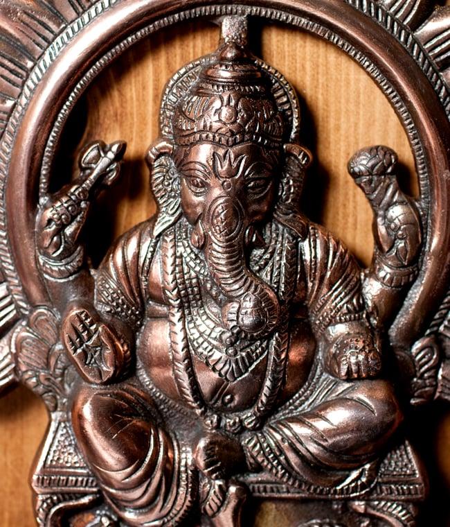 〔壁掛けタイプ〕インドの神様ウォールハンギング - 座りガネーシャ〔27.5cm〕の写真2 - 顔の拡大写真です