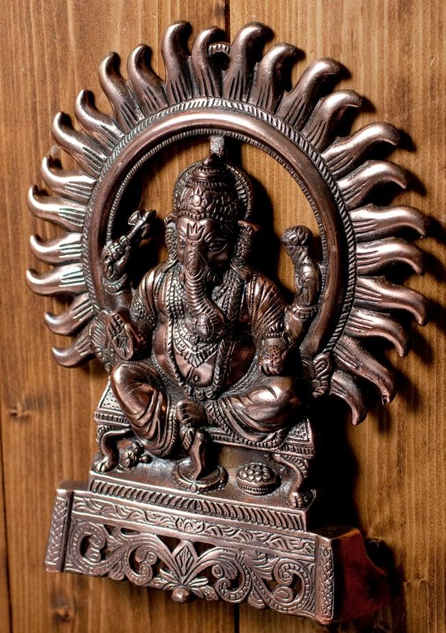 〔壁掛けタイプ〕インドの神様ウォールハンギング - 座りガネーシャ〔27.5cm〕の写真3 - 斜め上からの写真です
