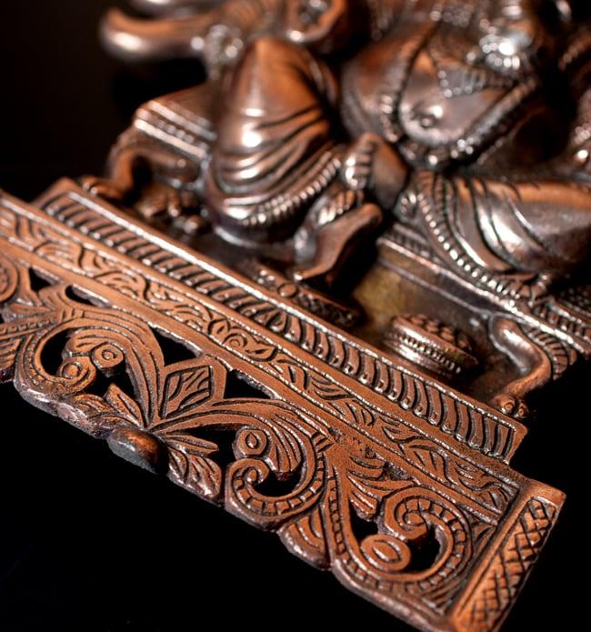 〔壁掛けタイプ〕インドの神様ウォールハンギング - 座りガネーシャ〔27.5cm〕の写真7 - 細部の拡大写真です