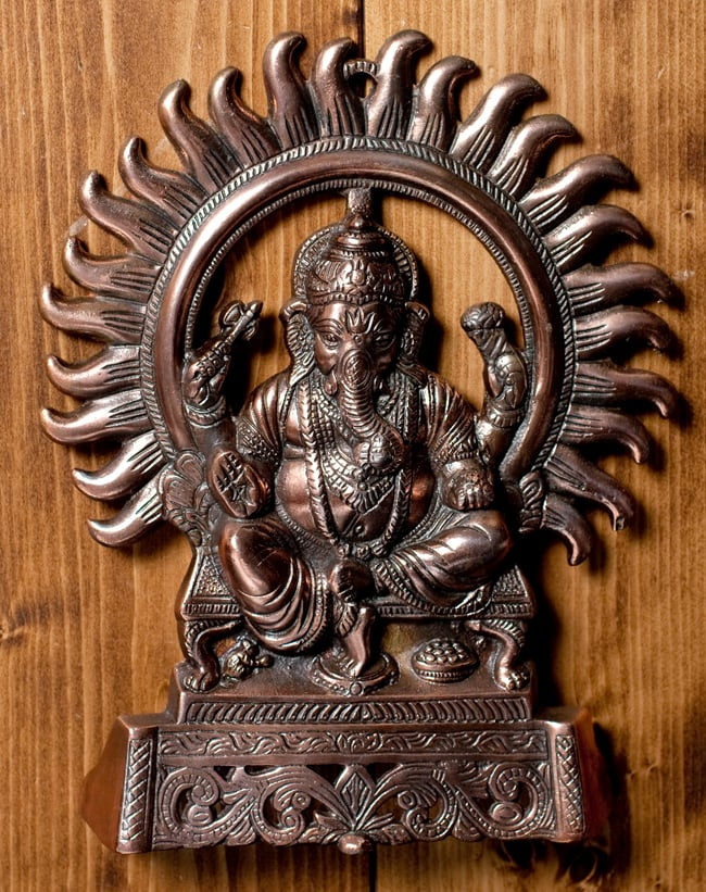 〔壁掛けタイプ〕インドの神様ウォールハンギング - 座りガネーシャ〔27.5cm〕の写真