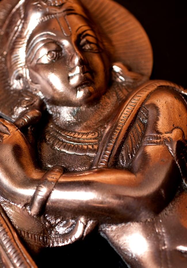 〔壁掛けタイプ〕インドの神様ウォールハンギング - 笛を奏でる クリシュナ〔53cm〕の写真7 - 拡大写真です