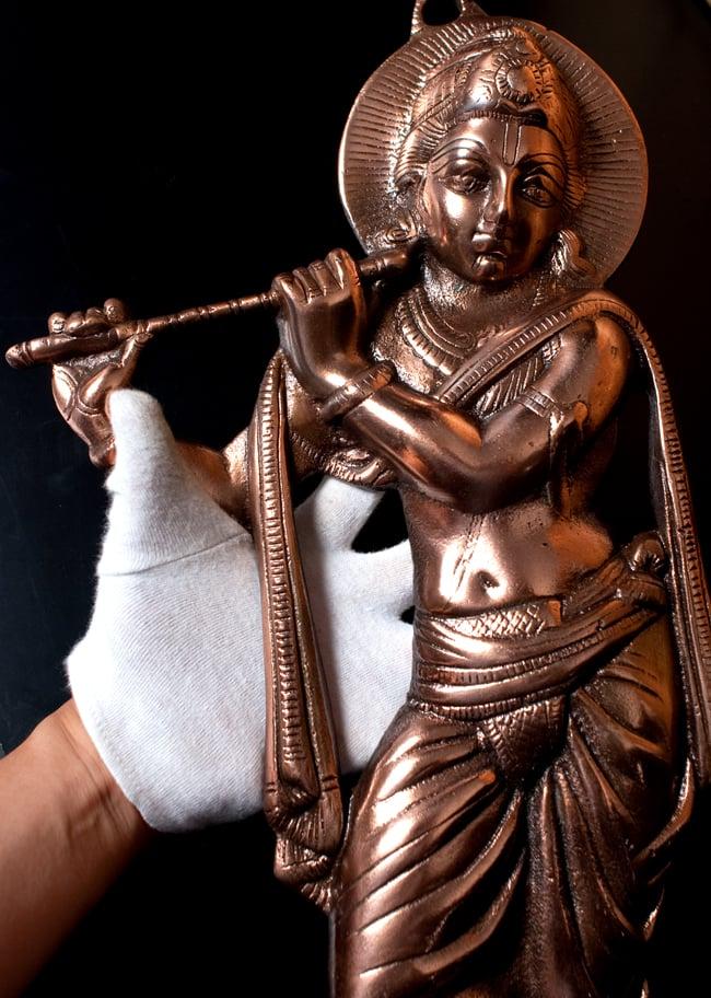 〔壁掛けタイプ〕インドの神様ウォールハンギング - 笛を奏でる クリシュナ〔53cm〕の写真9 - サイズ感はこのくらいになります