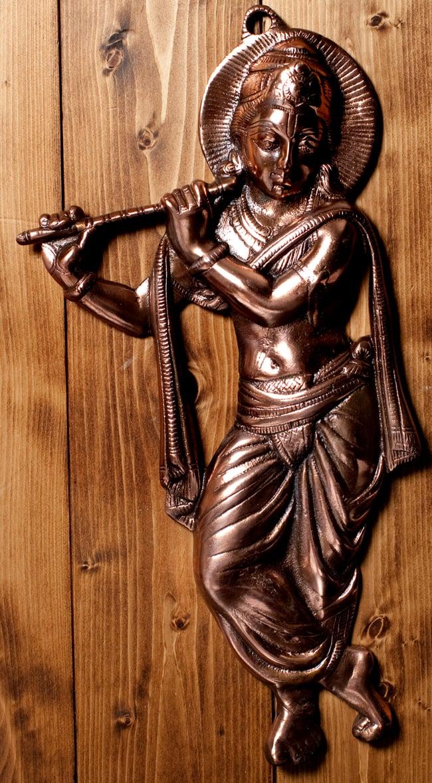 〔壁掛けタイプ〕インドの神様ウォールハンギング - 笛を奏でる クリシュナ〔53cm〕の写真