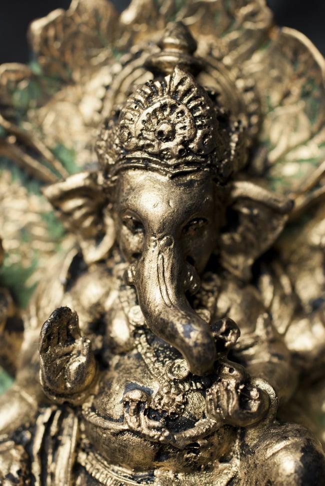 リーフガネーシャ ゴールド[10.5cm] 2 - 美しい顔立ちです。