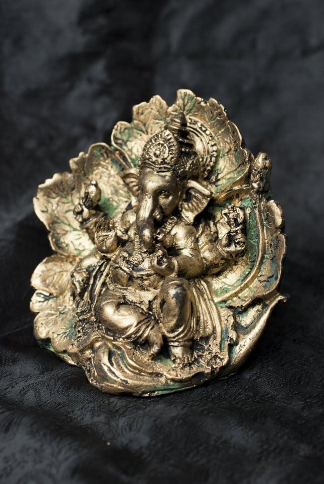 リーフガネーシャ ゴールド[10.5cm] 8 - 選択A:ゴールド×グリーンの全体像です。