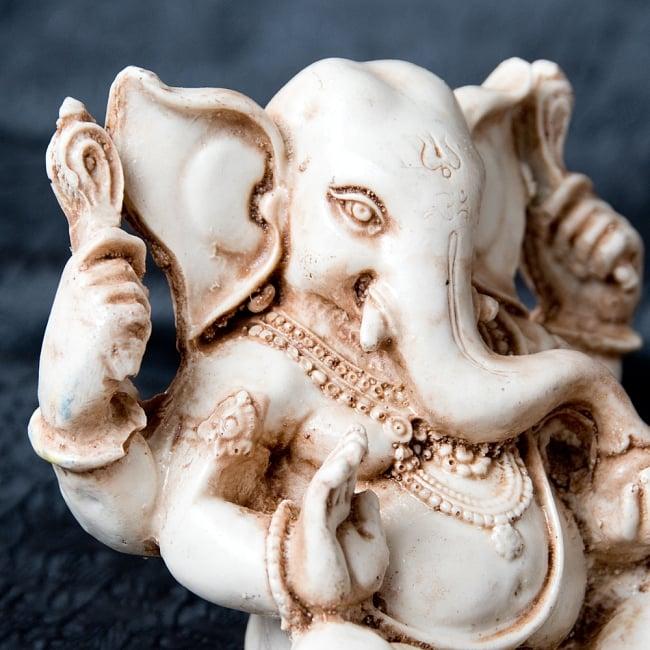 ラッドゥ・ガネーシャ [約12cm] 2 - 美しい顔立ちです。