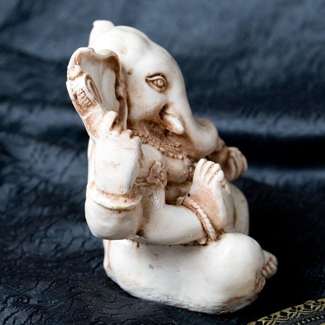 ラッドゥ・ガネーシャ [約12cm] 3 - 横からの写真です