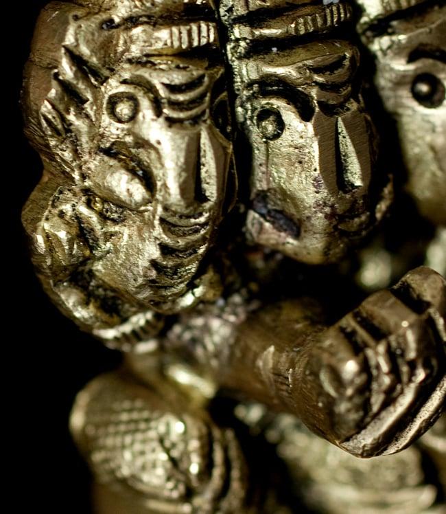 ブラス製 5フェイス ガネーシャ像[7.2cm]の写真6 - 細部の拡大写真です