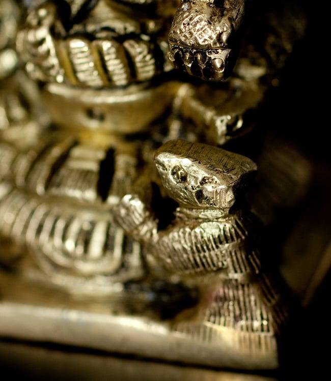 ブラス製 5フェイス ガネーシャ像[7.2cm]の写真7 - 細かいところも丁寧に作られています