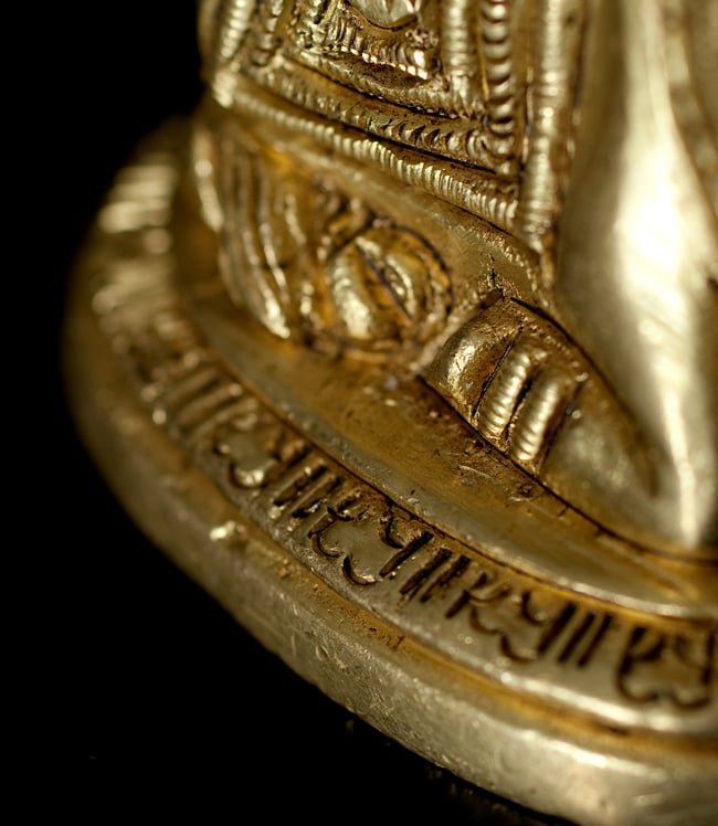 ブラス製 聖牛ナンディン像[4.7cm]の写真7 - 細かいところも丁寧に作られています