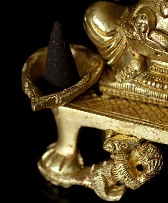 ブラス製 座りガネーシャのオイルランプ&香立て[13.5cm]の写真8 - コーン香のお香立てとしてもご使用いただけます