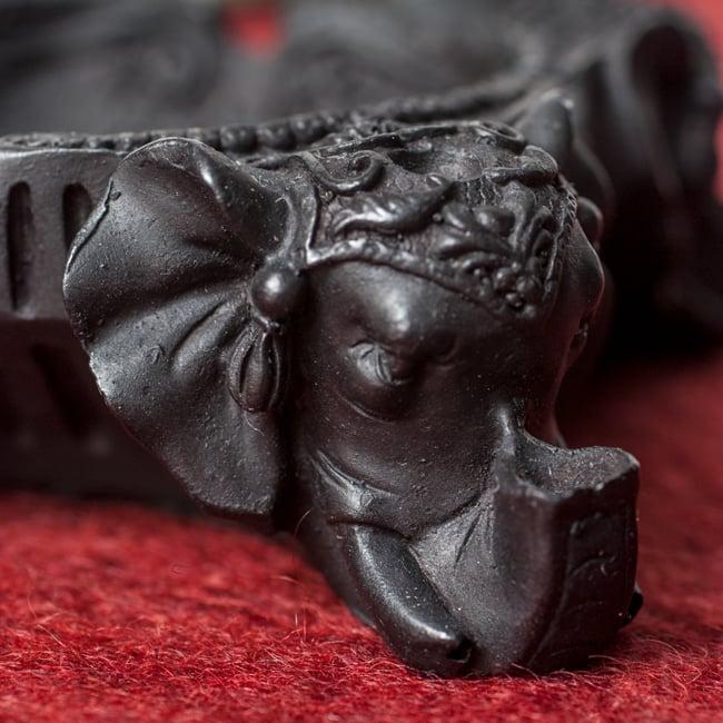 ブラック・エレファント灰皿の写真5 - 脚部を中心に見てみました。