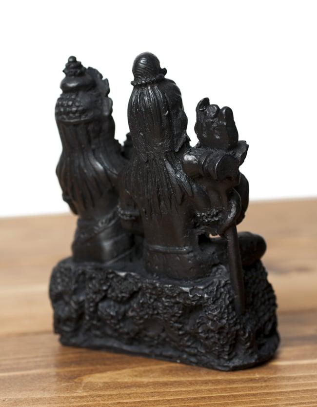 シヴァ・パールヴァティ・ガネーシャ ブラック[12.5cm]の写真6 - 背面はこのような様子です。