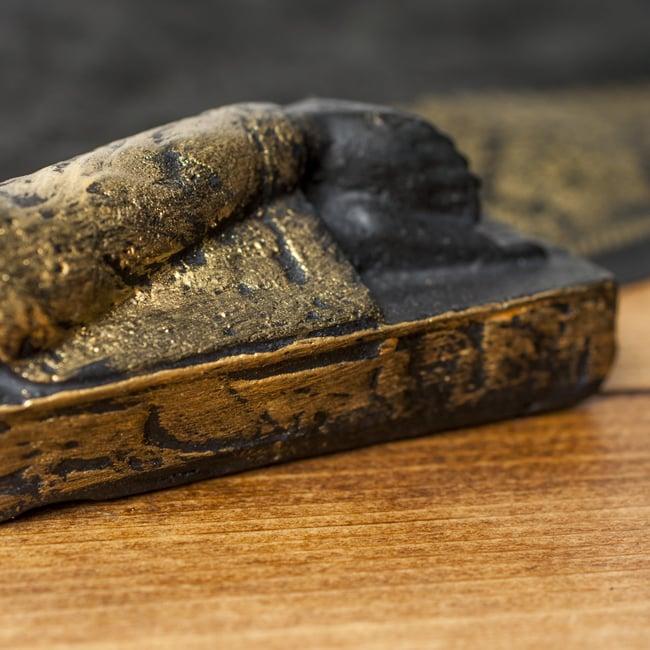 スリーピング・ブッダ 金[22cm]の写真5 - 脚部を中心に見てみました。