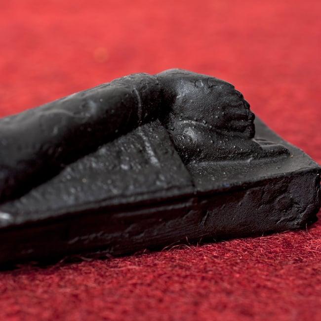 スリーピング・ブッダ ブラック[22cm]の写真5 - 脚部を中心に見てみました。