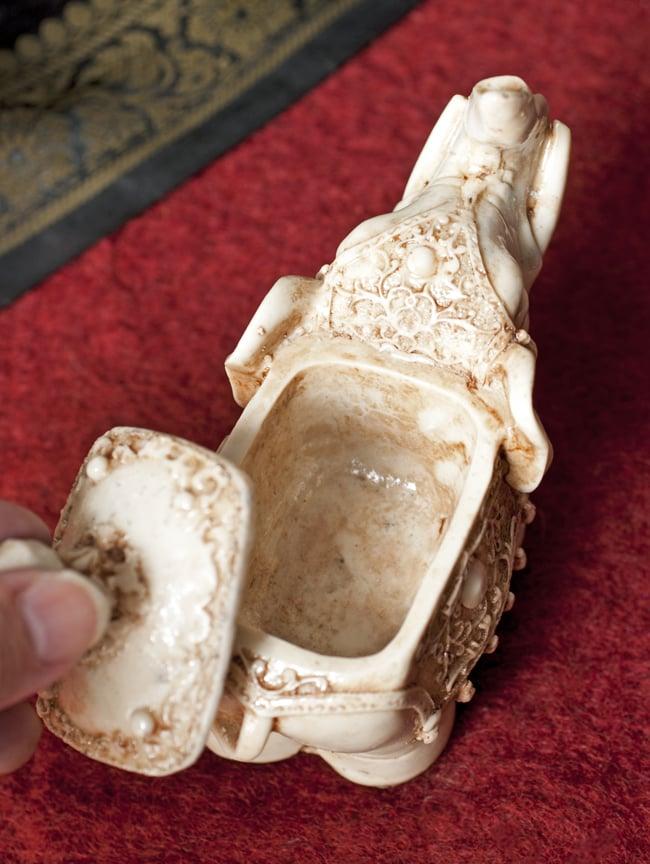 ホワイト・エレファント 小物入れ[10.5cm]の写真5 - 脚部を中心に見てみました。