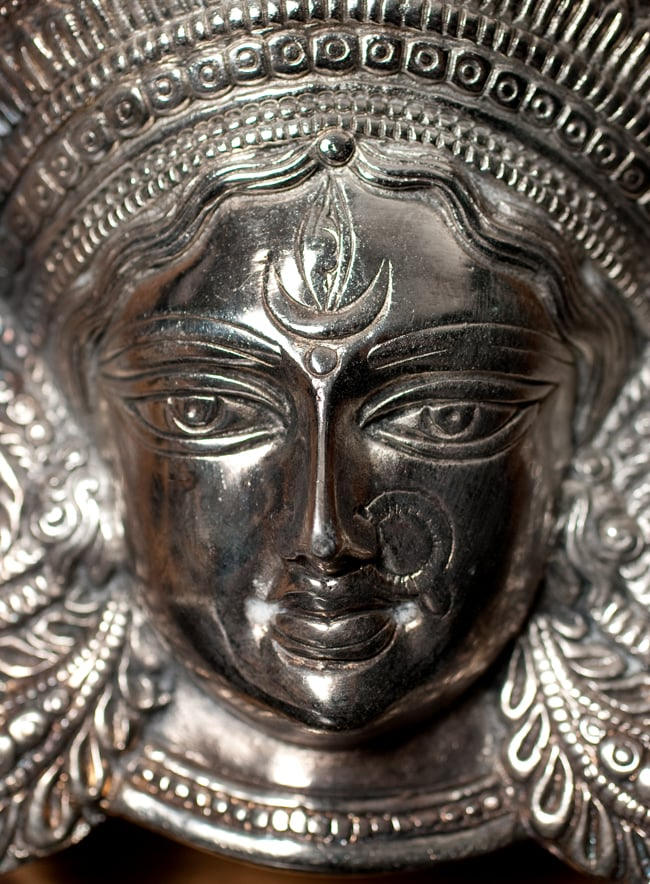 〔壁掛けタイプ〕インドの神様ウォールハンギング - アルダナーリーシュヴァラ〔24cm〕の写真2 - 顔の拡大写真です