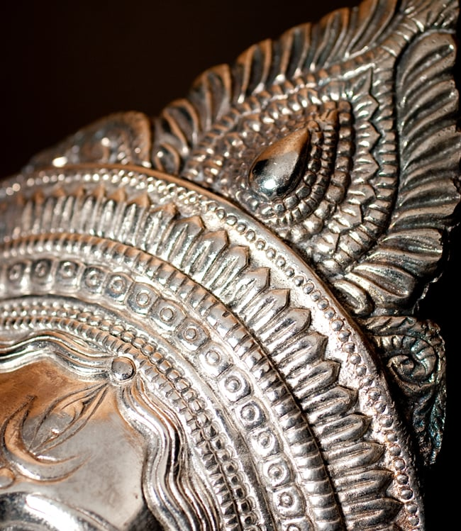〔壁掛けタイプ〕インドの神様ウォールハンギング - アルダナーリーシュヴァラ〔24cm〕の写真7 - 細部の拡大写真です