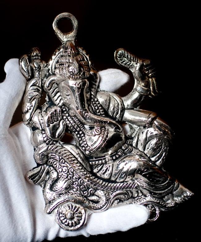 〔壁掛けタイプ〕インドの神様ウォールハンギング - ガネーシャ〔16.5cm〕の写真9 - サイズ感はこのくらいになります