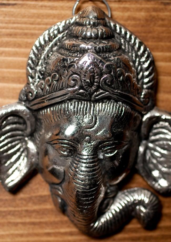 〔壁掛けタイプ〕インドの神様ウォールハンギング - フェイスガネーシャ〔10.8cm〕の写真2 - 顔の拡大写真です