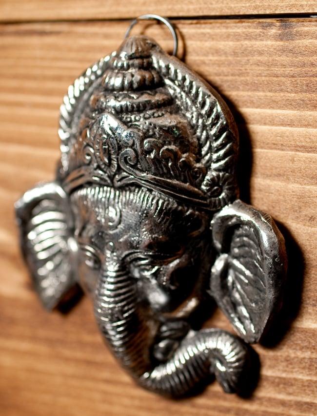 〔壁掛けタイプ〕インドの神様ウォールハンギング - フェイスガネーシャ〔10.8cm〕の写真3 - 横からの写真です