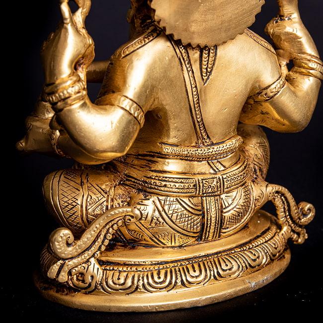 ブラス製 座りガネーシャ像[24cm]の写真5 - 反対側の手の様子です。