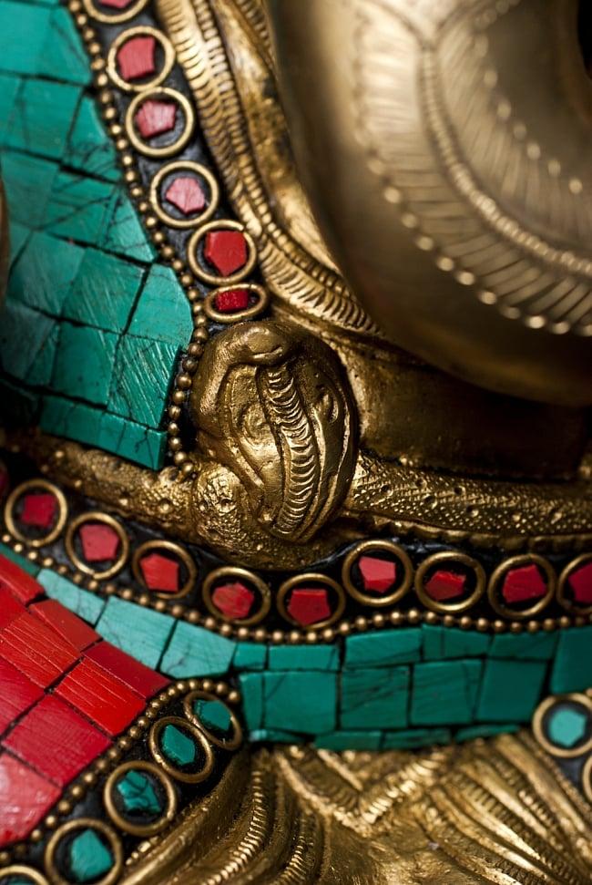 【一点もの】緑青石装飾のガネーシャ[高さ:21cm]の写真6 - 石が埋め込まれており美しい仕上がりです。
