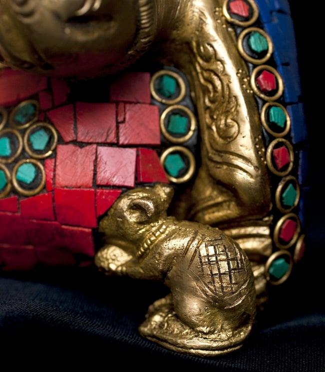 【一点もの】緑青石装飾のガネーシャ[高さ:21cm]の写真7 - 足元にはガネーシャの乗り物、ネズミがいます。