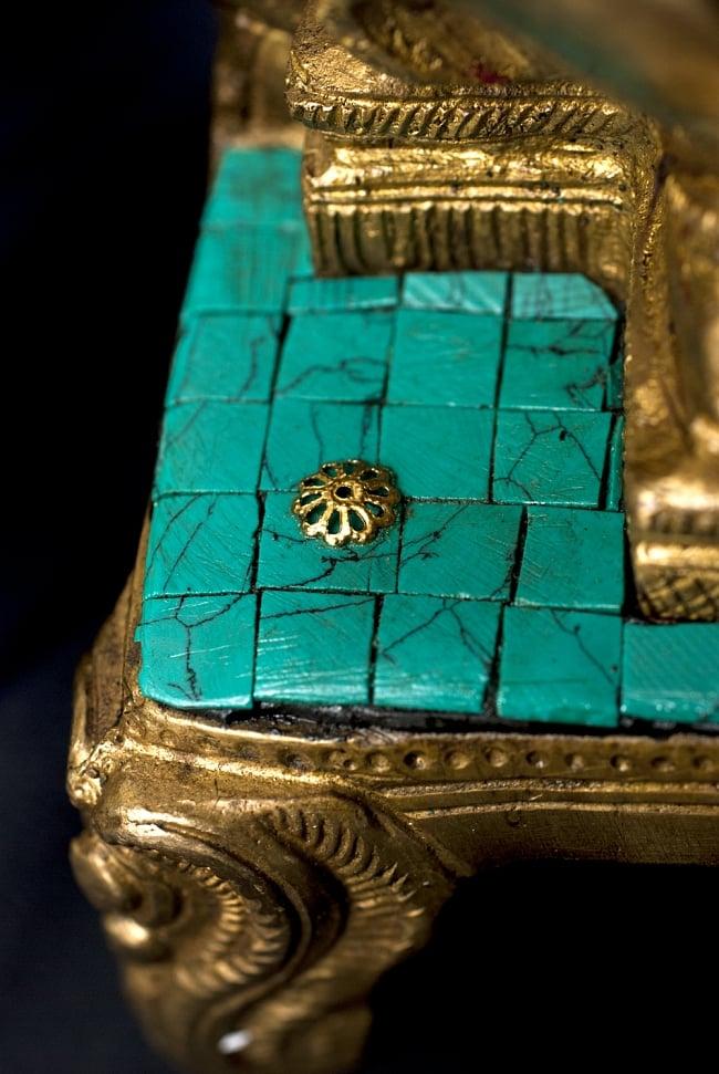 【一点もの】緑青石装飾のガネーシャ[高さ:27cm]の写真7 - 台座も美しく装飾されています。