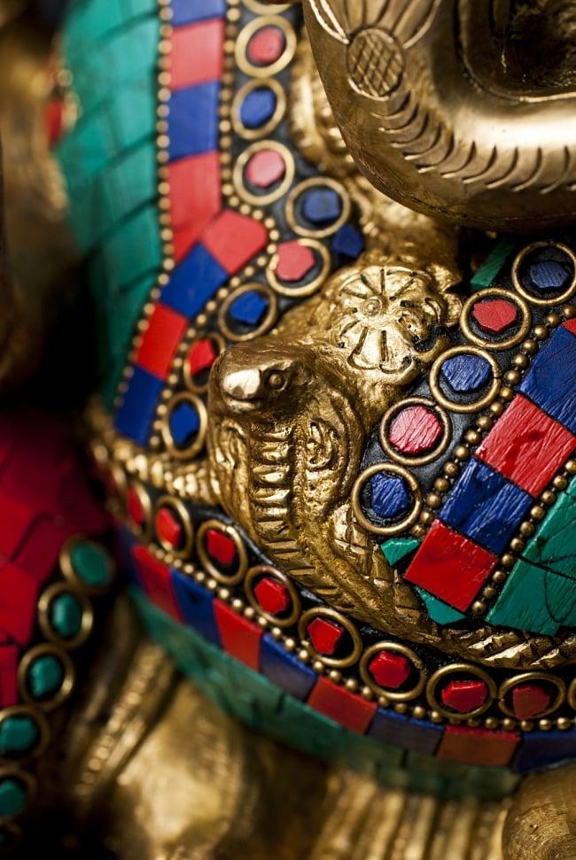 【一点もの】緑青石装飾のガネーシャ[高さ:20cm]の写真5 - 腹部には大きな蛇がいます